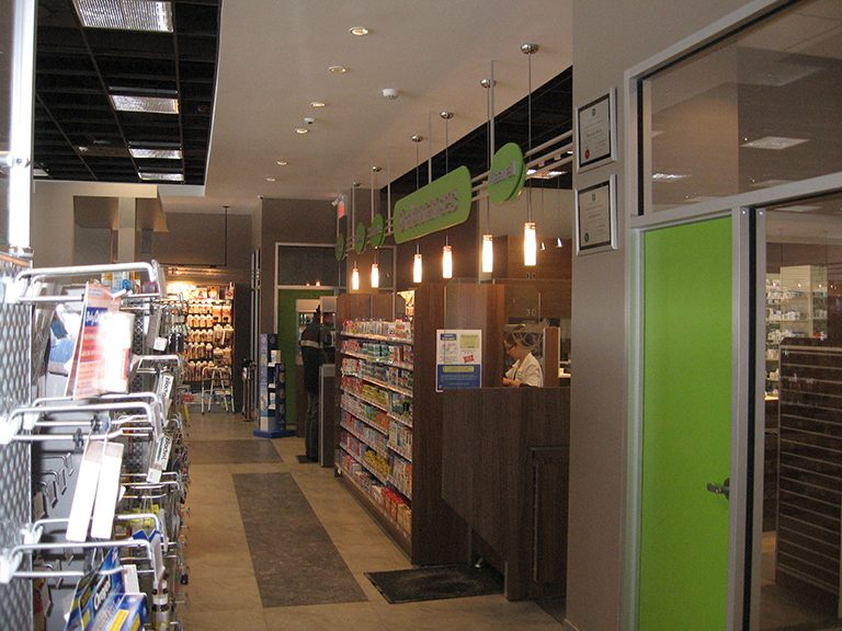 Aménagement intérieur de pharmacie à St-Lazare - Pharmatec